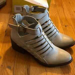 Vegan White Leather Booties 7 excellent condition
